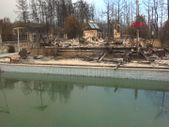 Antalya'da 6 kişilik aile havuza girerek yangından kurtuldu