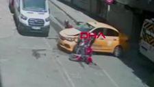 Bağcılar'da motosikletli taksiye çarptı