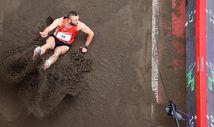 Milli atlet Necati Er, Tokyo'da üç adım uzun atlamada finalde