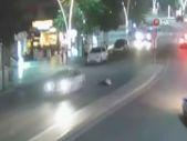 Tokat'ta ilginç kaza: Yaya otomobilin üzerine koştu