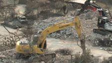 Manavgat Kalemler'de yanan evlerin yıkımı başladı
