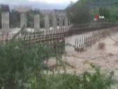 Hindistan'da sağanak yağışlar sele neden oldu