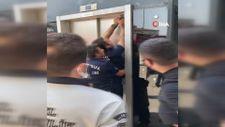Avcılar'da sıcak havada metrobüs asansöründe mahsur kaldılar