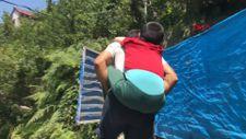 Zonguldak'ta engelli üvey oğlunu sırtında taşıyan baba