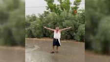 Antalya'da yağmuru gören çiftçinin sevinci