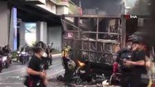 Bangkok sokakları savaş alanına döndü