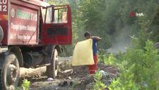 Orman işçisi arazöz suyuyla duş alıp çamaşırlarını yıkadı