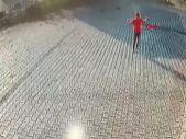 Denizli'de durakta beklerken üzerinden tır geçen genç yaralı kurtuldu