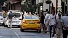 Beyoğlu'nda iki aile arasındaki tekmeli yumruklu kavga kamerada