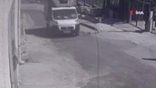 Esenyurt'ta hızla gelen kamyonet köpeğe çarptı