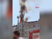 Fatih'te 4 katlı binanın çatısı alev alev yandı