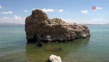Van Gölü'nde, odaları ve penceresi olan su altı mağarası keşfedildi