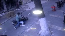 Adıyaman'da motosikletin çocuğa çarpma anları kamerada