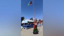 Alanya plajına Afganistan bayrağı diktiler