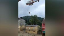 Sinop'ta evlerinde mahsur kalan vatandaşlar helikopterle kurtarıldı