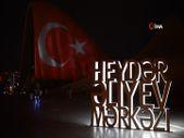 Azerbaycan'da Haydar Aliyev Merkezi'ne Türk bayrağı silüeti yansıtıldı