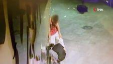 Bursa'daki çarşıda 10 mağazaya girmeye çalışan hırsızlar kamerada