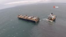 Japonya'da karaya oturan yük gemisi ikiye bölündü