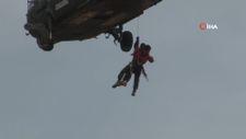 Kastamonu'da binalarında mahsur kalan selzedeler helikopterlerle kurtarılıyor