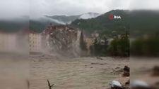 Kastamonu'da binanın yıkılma anı