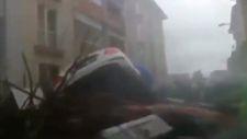 Bozkurt'ta sel sularında aracıyla sürüklenen bir vatandaş o anları görüntüledi
