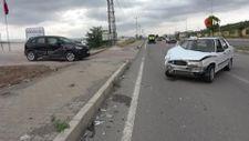 Sivas'ta otomobiller çarpıştı: 3 yaralı