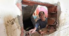 Bartın'da selden kaçan aile, evin duvarını kırarak kurtuldu