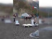 Antalya'da sahilde tekmeli sopalı kavga