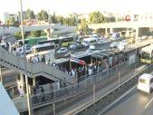 İstanbul'da metrobüs bozulunca duraklarda yoğunluk oluştu