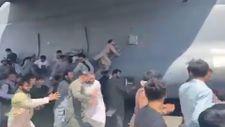 Kabil'de uçağa tutunmaya çalışan Afganlar görüntülendi