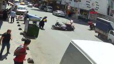 Sultangazi'de motokuryeler çarpıştı