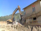 Sinop'ta selde hasar gören 37 yıllık afet evleri yıkılıyor