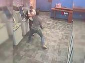 ABD'de bir kişi, ATM'de işlem yaparken baltalı saldırıya uğradı