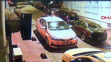 Beyoğlu'nda uyuyan taksicinin telefonu çalındı