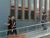 Ataşehir'de polisi gördü, uyuşturucu poşetini camdan attı