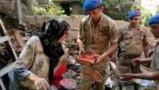 Sel mağduru Bingül Teyze, eşinin hediyesi Kur'an-ı Kerim'e kavuştu