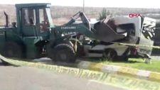 Şanlıurfa'da iş makinesi, öğrenci servisine çarptı