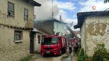 Bilecik'te 2 ev yanarak küle döndü