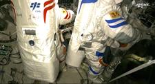 Çinli astronotlar ikinci kez uzay yürüyüşünde