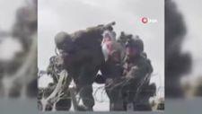 Kabil'de çaresiz aileler çocuklarını ABD askerlerine teslim ediyor