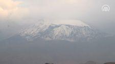 Ağrı Dağı'nın zirvesi karla süslendi