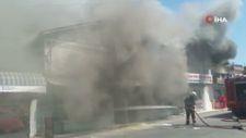 Mersin'de iki iş yeri alev alev yandı