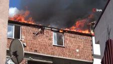 Sultangazi'de madde bağımlısı genç evi yaktı