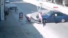 Adana'da hatalı dönüş yapan otomobile motosiklet çarptı