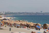 Antalya'da sahiller tıklım tıklım
