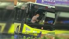 Aydın'da 70 yaşındaki yolcu, otobüs şoförünü bıçaklamaya kalktı