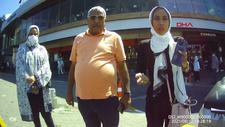 Beyoğlu'nda, taksimetreyi açmadan pazarlık yapan şoför, turistleri mağdur etti
