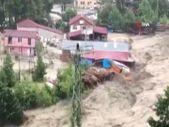 Sinop'ta sel suları kereste fabrikasını yıktı geçti