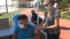 Avcılar'da sahile gelenlere aşı yapıldı