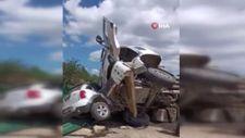 Beykoz'da asfalt yüklü kamyon otomobilin üstüne devrild